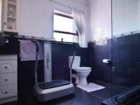 Bathroom 2 - 9 square meters of property in Woodhill Golf Estate