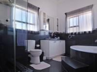 Bathroom 3+ - 9 square meters of property in Woodhill Golf Estate