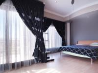 Main Bedroom - 34 square meters of property in Woodhill Golf Estate