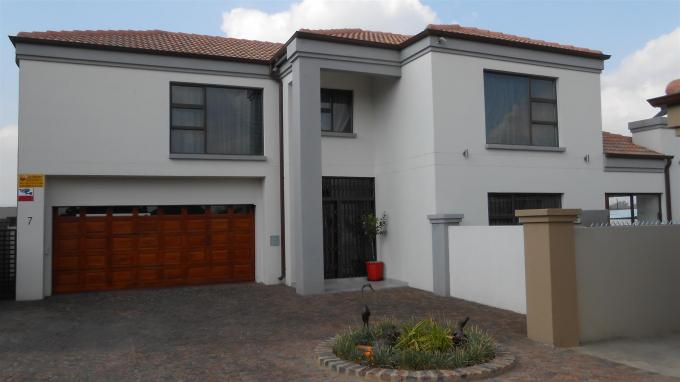 3 Bedroom House for Sale For Sale in Sunward park - Private Sale - MR132212