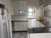Kitchen - 19 square meters of property in Sunward park