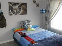 Bed Room 1 - 14 square meters of property in Sunward park