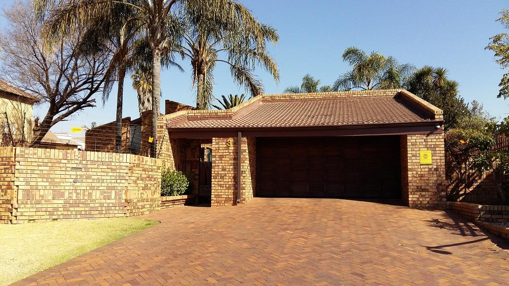 4 Bedroom House For Sale in Kempton Park Central - Private Sale - MR132234