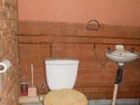 Guest Toilet - 3 square meters of property in Villieria