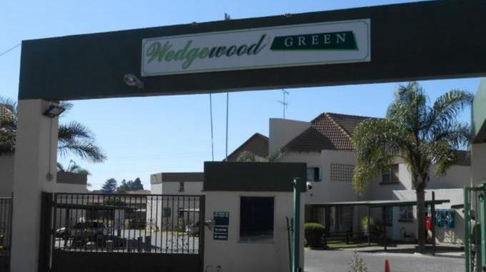 2 Bedroom Sectional Title for Sale For Sale in Bedfordview - Home Sell - MR132375