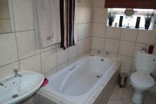 Bathroom 1 - 5 square meters of property in Strand