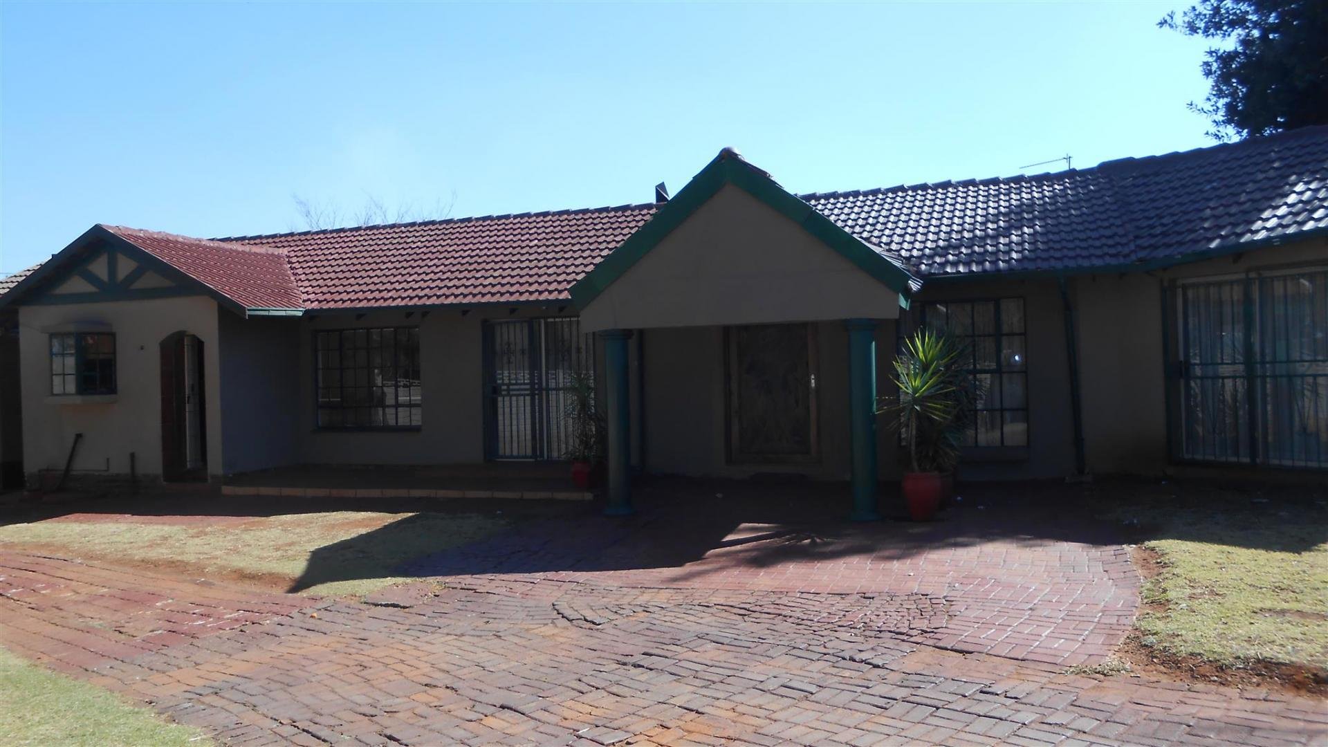 Front View of property in Dalpark