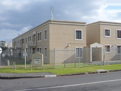 2 Bedroom Simplex For Sale in Somerset West - Private Sale - MR13243