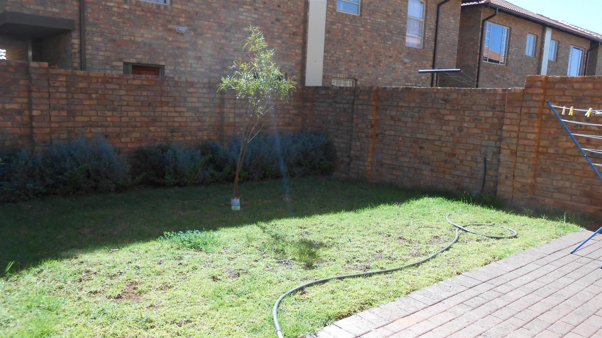 4 bedroom sectional title for sale for sale in theresapark for Landscaping rocks for sale in pretoria