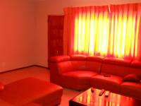 Lounges - 37 square meters of property in Theresapark