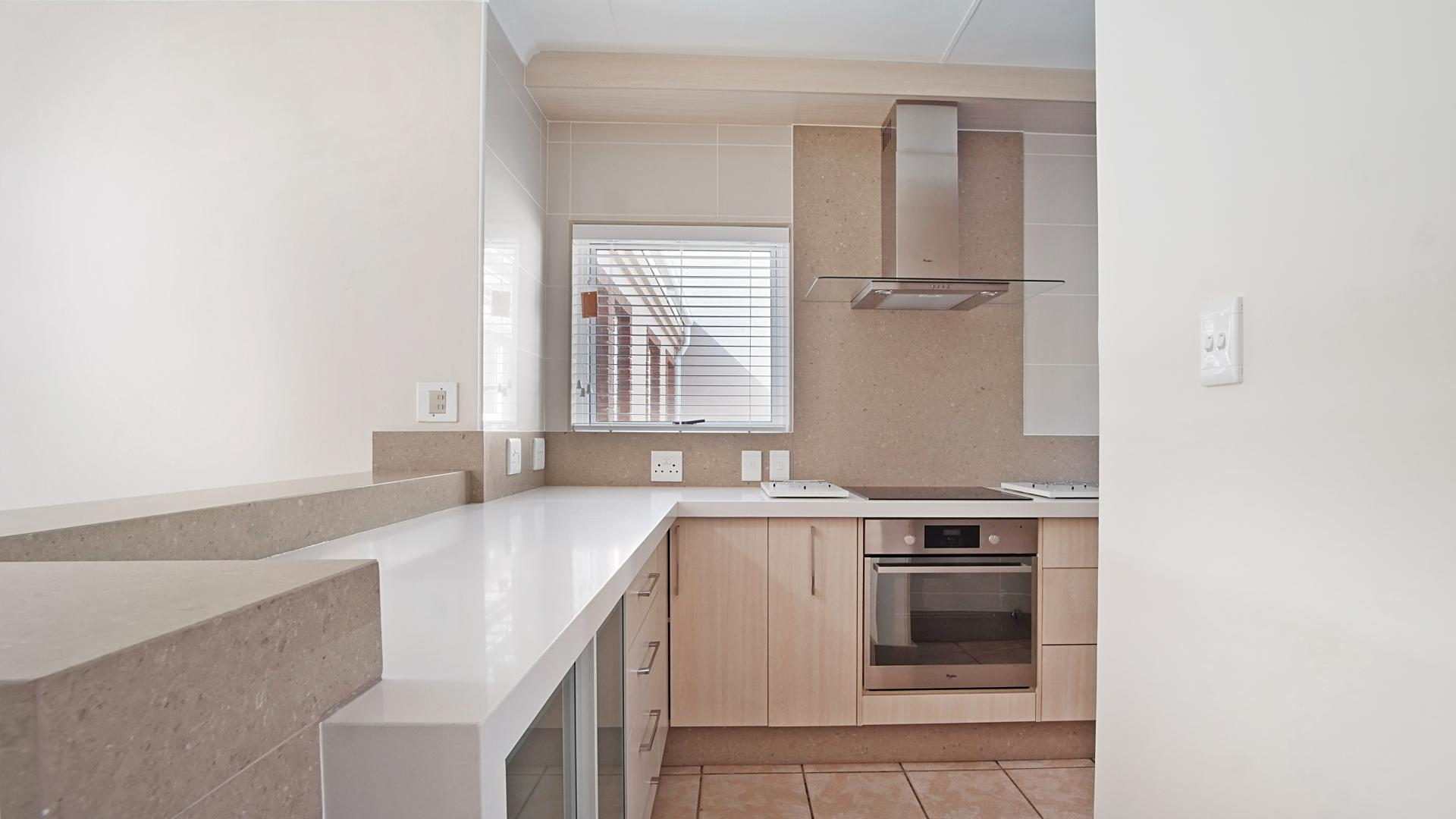 Kitchen - 14 square meters of property in Woodhill Golf Estate