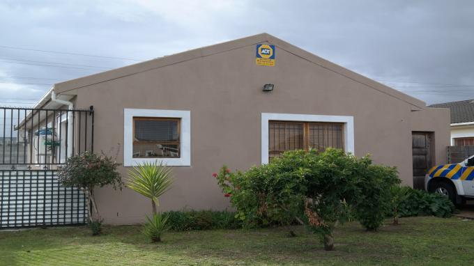 3 Bedroom House For Sale in Eerste Rivier - Home Sell - MR132617