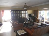 Lounges - 28 square meters of property in Amanzimtoti