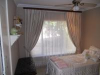 Bed Room 1 - 10 square meters of property in Amanzimtoti