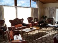 Lounges - 33 square meters of property in Grabouw