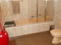 Main Bathroom - 18 square meters of property in Lyttelton Manor