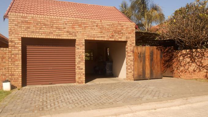 3 Bedroom Cluster to Rent in Die Hoewes - Property to rent - MR132824