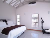 Main Bedroom - 45 square meters of property in Silverwoods Country Estate