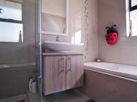 Bathroom 2 - 9 square meters of property in Silverwoods Country Estate