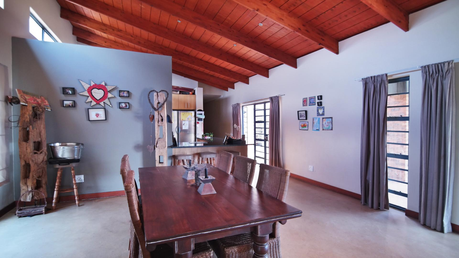 Dining Room - 24 square meters of property in The Meadows Estate
