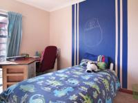 Bed Room 1 - 15 square meters of property in The Meadows Estate