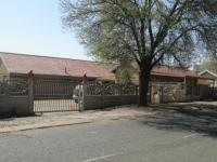 3 Bedroom 2 Bathroom in Vaalpark