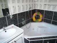 Bathroom 1 - 23 square meters of property in Parklands