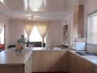 Kitchen - 16 square meters of property in Glenvista