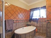 Bathroom 3+ - 11 square meters of property in Moreletapark