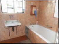 Bathroom 1 - 5 square meters of property in Johannesburg Central