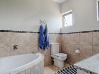Bathroom 1 - 7 square meters of property in Silverwoods Country Estate