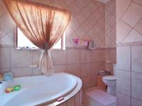 Bathroom 3+ - 7 square meters of property in Willow Acres Estate