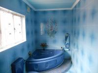 Main Bathroom - 7 square meters of property in Isipingo Hills