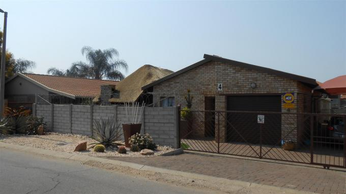 2 Bedroom Apartment for Sale For Sale in Rustenburg - Private Sale - MR133420