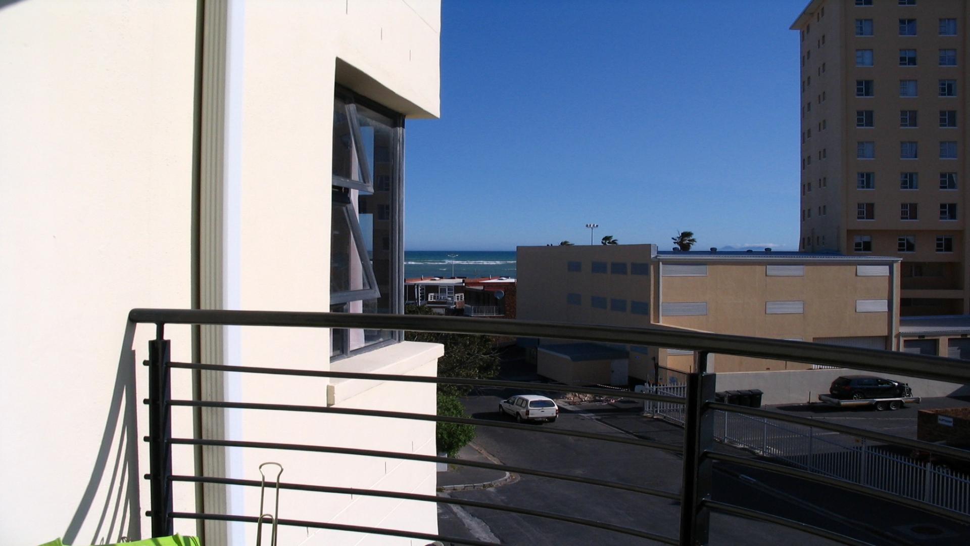 Spaces - 2 square meters of property in Strand