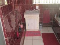 Bathroom 1 - 14 square meters of property in Vereeniging