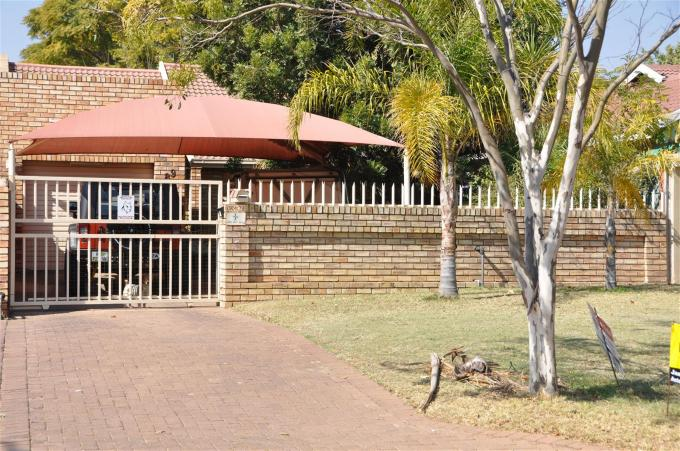2 Bedroom House For Sale in Rustenburg - Home Sell - MR133695