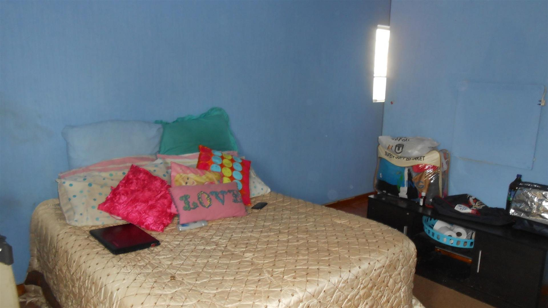 Main Bedroom - 22 square meters of property in The Orchards