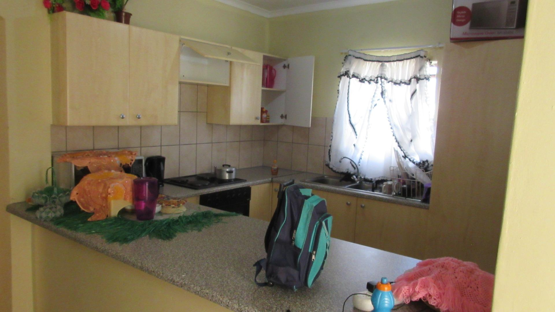 2 bedroom simplex for sale for sale in fourways home for Kitchen cupboards fourways