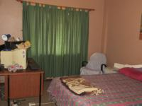 Bed Room 1 - 13 square meters of property in Klerksdorp