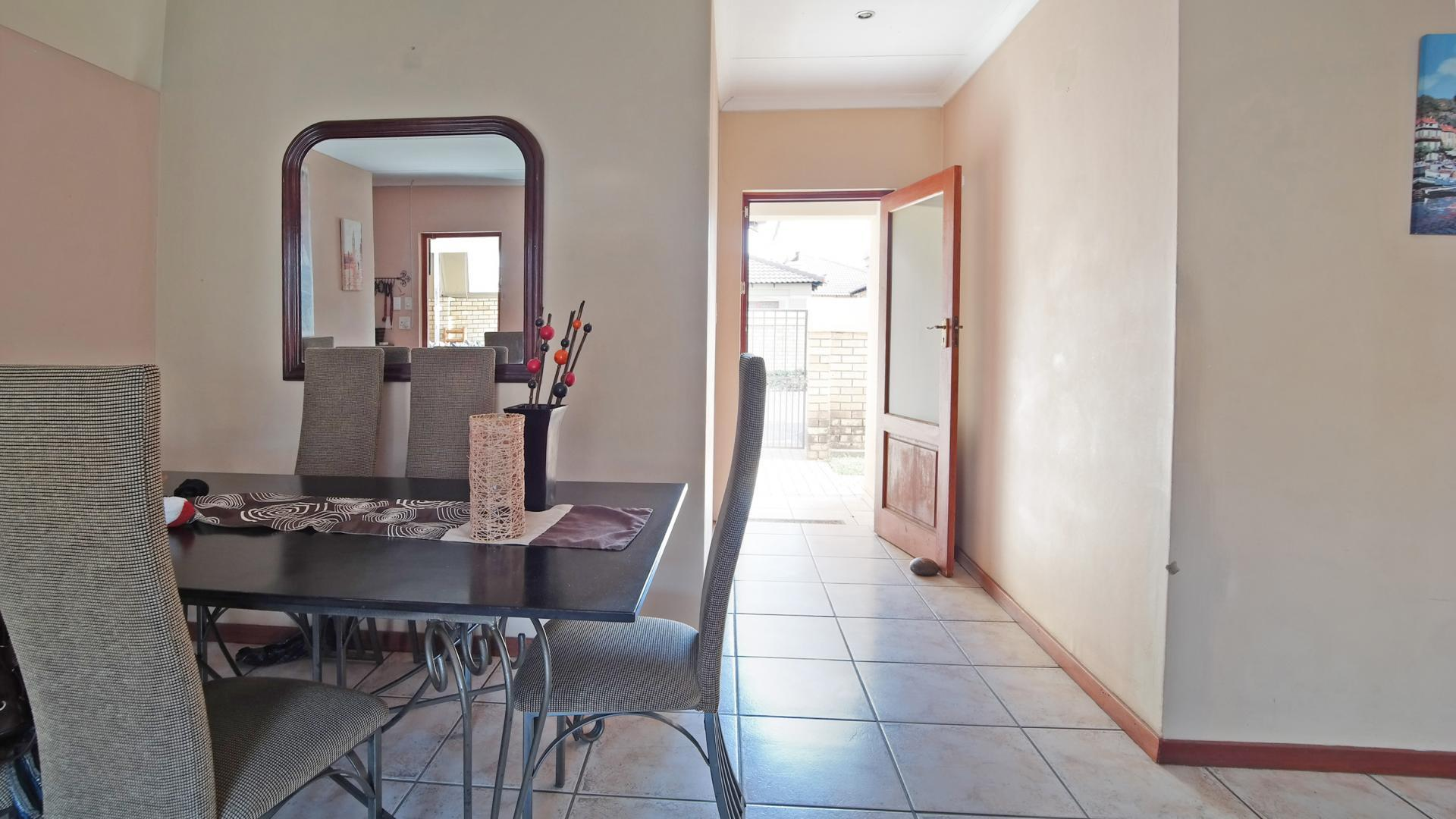 Dining Room - 10 square meters of property in Equestria