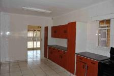 Kitchen - 17 square meters of property in Vaalpark