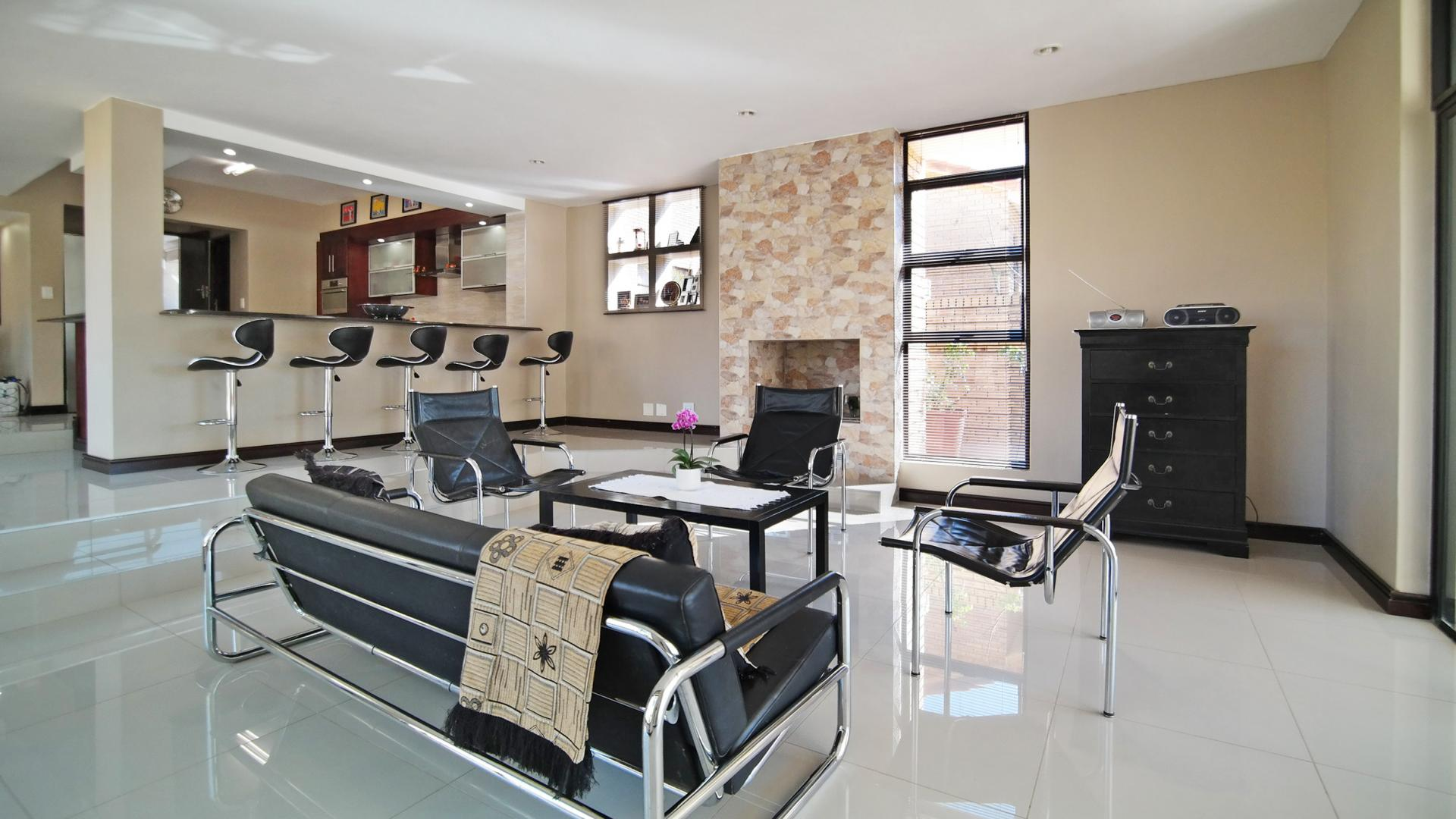 Lounges - 42 square meters of property in Silver Lakes Golf Estate