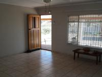 Lounges - 22 square meters of property in Groenvallei
