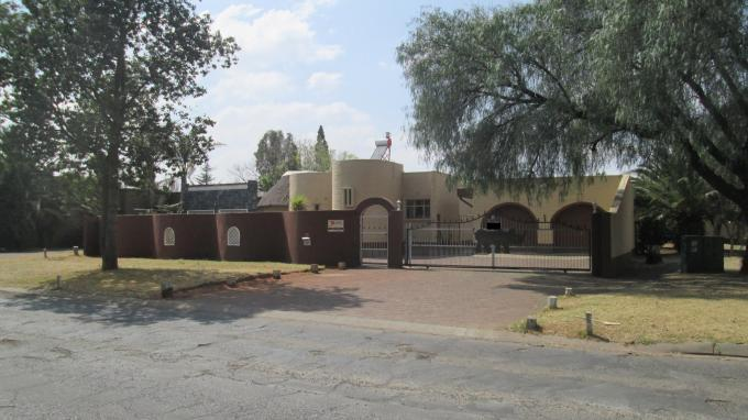 4 Bedroom House for Sale For Sale in Vanderbijlpark - Home Sell - MR134137
