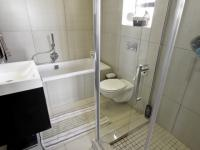 Main Bathroom - 5 square meters of property in Willow Acres Estate