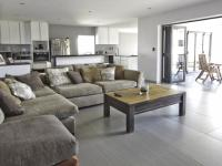 Lounges - 22 square meters of property in Willow Acres Estate