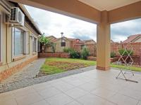 Patio - 17 square meters of property in Equestria