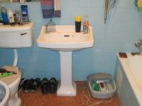 Bathroom 2 - 4 square meters of property in Risiville