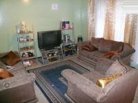 Lounges - 14 square meters of property in Silverton